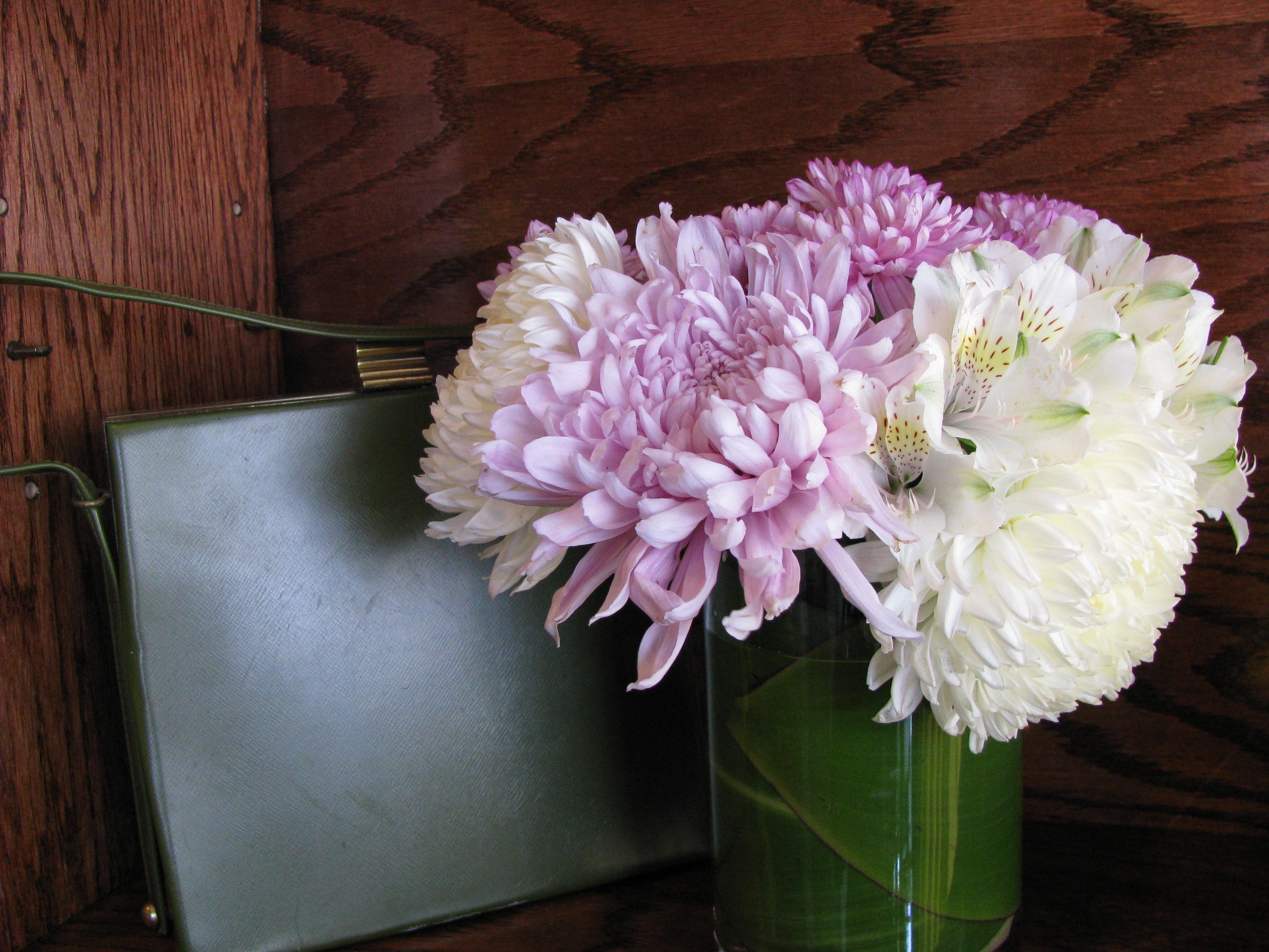 Flower vase pronunciation - Colored Vase Using A Colored Vase For Your Designer Flower Arrangement Will Make Your Flowers Pop