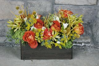 Coffee-break-orange-rose-ladies-mantle-country-bucket-centerpiece-studio-stems-wedding-floral-decor