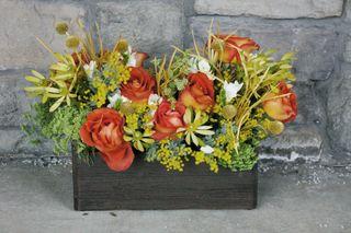 Coffee-break-orange-rose-ladies-mantle-country-bucket-centerpiece-studio-stems-wedding-floral-decor