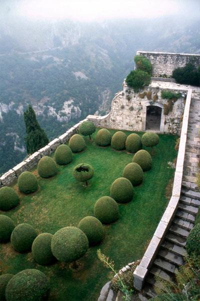 Green ball garden - This Is Glamorous
