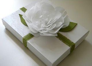 Gift Wrap Wjite Paper flower - Inkling
