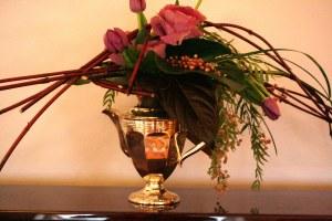 Flower Arrangement Silver teapot - Kavelle