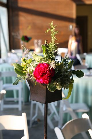 Rustic Pole Flower Arrangement - Simply Seleta