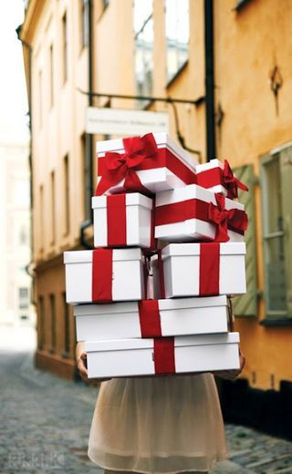 Valentines Day Gift Wrap A- A gift wrapped Life