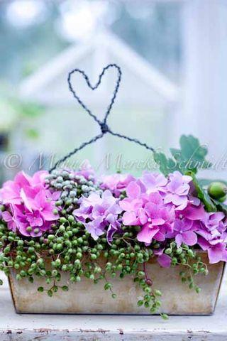 Blomsterverkstad.jpg heart basket