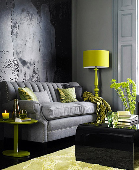 Gray room with yellow B