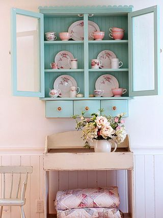 Turquoise and pink floral vignette BHG